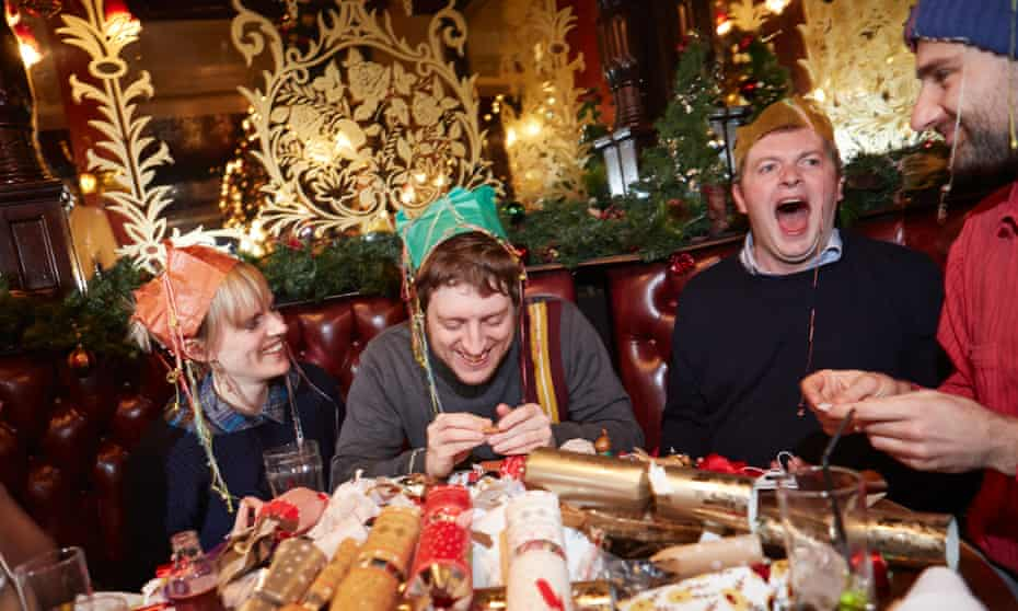 Comedians test Christmas crackers.