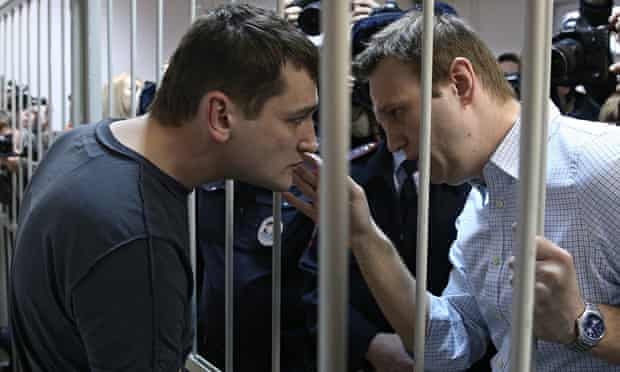 Alexei Navalny (right) and his brother Oleg
