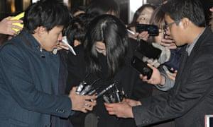 Cho Hyun-ah leaves the prosecutor's office on 30 December