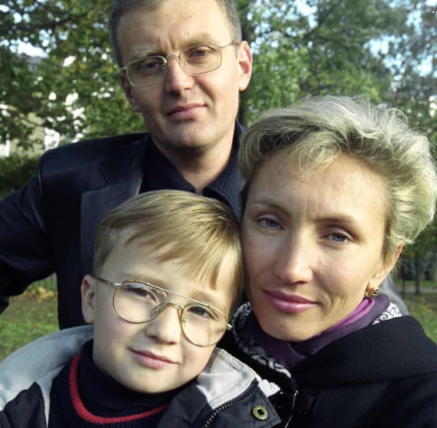 Alexander Litvinenko with his wife Marina and son Anatoly in 2000.