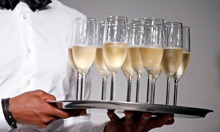 Man holding a tray of champagne