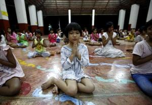 Children meditate at Yaowawit School