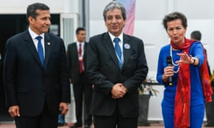 Peruvian President Ollanta Humala (L) and his Environment Minister Manuel Pulgar (C), listen  to UNFCCC Executive Secretary Christiana Figueres, during the ceremony of the formal handover to the United Nations of the grounds in Lima where the UN COP 20/CMP 10 20th session of the Conference of the Parties and the 10th session of the Conference of the Parties, serving as the Meeting of the Parties to the Kyoto Protocol) will be held from 1 to 12 December, on November 27, 2014. Standing between them is Peruvian Enviroment Minister Manuel Pulgar.