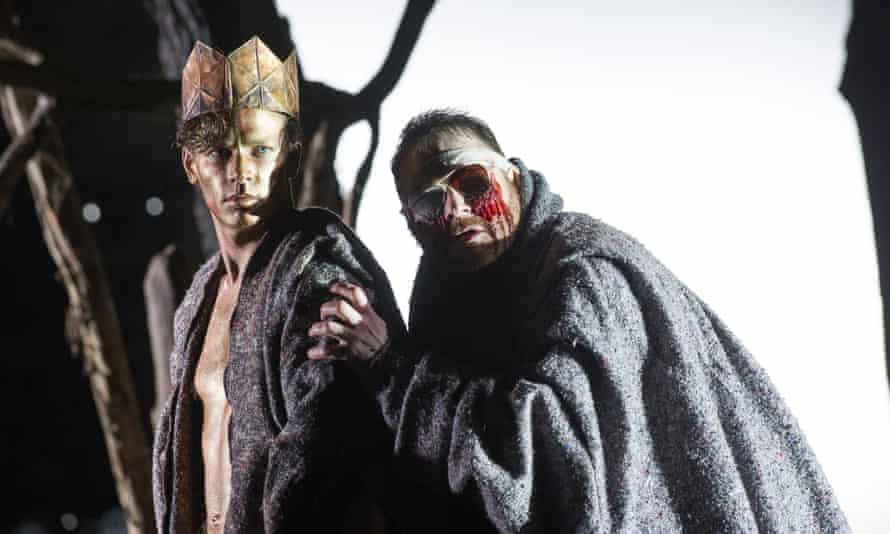 Christopher Ainslie (Theseus) and Roland Wood (Oedipus) in Thebans by Julian Anderson.