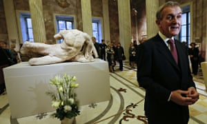 Neil MacGregor unveils the Ilissos marble at the Hermitage
