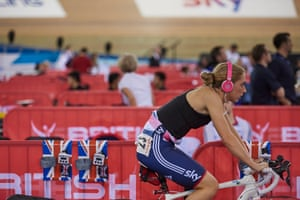 Saturday - and less than 12 hours after taking team pursuit gold - Laura is back on the rollers warming up for the first three events of the two day omnium competition.