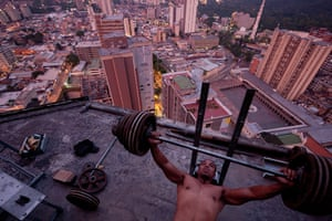 Torre David Caracas: An improvised gym on top of the tower