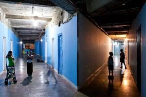 Torre David Caracas: Children play in the corridors