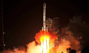 Rocket carrying Chang'e-3 lunar probe, comprising lander and Jade Rabbit rover, blasts off in China