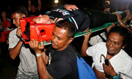 Indonesian rescuers evacuate Japanese divers