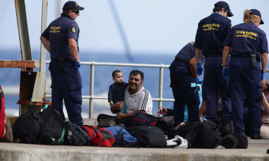Asylum seekers arrive on Christmas Island