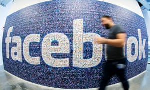 Facebook has agreed a landmark deal to buy messaging service WhatsApp for $19bn (£11.4bn)