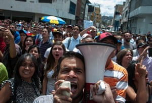 A rally in support of opposition leader Leopoldo López is held in front of the Justice Palace.