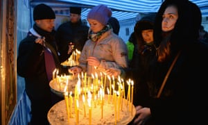 People light candles in Independence square after parliament votes to oust Viktor Yanukovych.