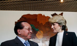 Julie Bishop with Cambodia's foreign minister, Hor Namhong, before their meeting in Phnom Penh.