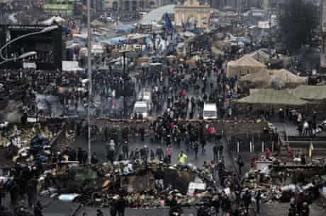 Thousands of Ukrainians visit memorials in Independence Square