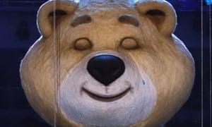 在2014年冬季奥运会闭幕式上,一名索契奥运会吉祥物在熄灭奥运圣火后流下了眼泪。
