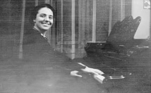 Alice Herz-Sommer: 1924: Alice debuts as a pianist