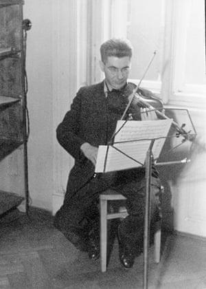 Alice Herz-Sommer: 1935: Leopold Sommer