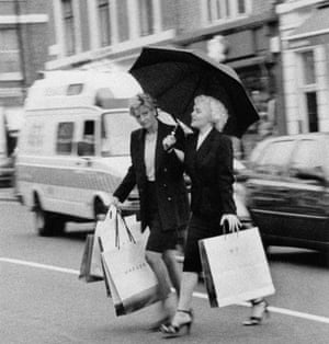 'Diana and Marilyn' shopping by Alison Jackson, 2000