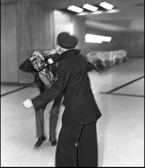 Marlene Dietrich confronts photographer Francis Apesteguy at Orly airport, Paris, 1975