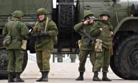 Unidentified soldiers block road to Belbek airport