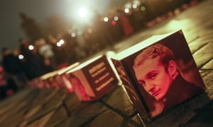 Ukrainians light candles as they remember those killed during the recent violent protests, in Kiev, Ukraine, 28 February 2014.