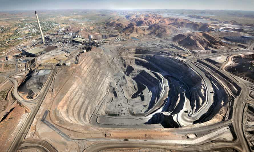 The Super Pit and operations at Mount Isa Mines, owned by Xstrata, are seen in Mount Isa, Queensland, Australia, on Tuesday, Sep. 15, 2009. Photographer: Jack Atley/Bloomberg  XXXXXX , Queensland, Australia, on Tuesday, Sept. 15, 2009. Photographer: Jack Atley/Bloomberg Asia; Asian; Pacific; Australian Commodity; Commodities Business; Financial; Finance Economy; Economic Mines; Mining; Natural Resources