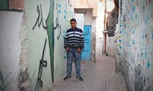 14岁的穆斯林Odeh,在东耶路撒冷Silwan