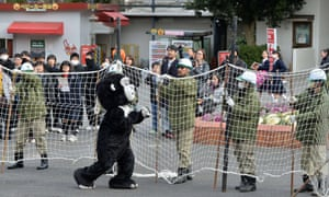 A 'fearsome' gorilla begins its terrifying rampage.