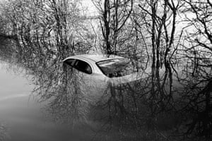 Somerset floods: abandoned car