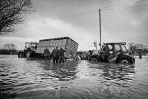Somerset floods: convoy of trailers