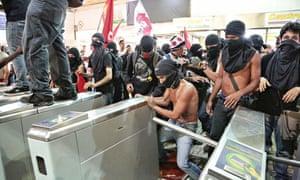Protest against transport fares, Rio De Janeiro, Brazil - 06 Feb 2014