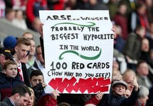 Roundup: Anti Wenger banner