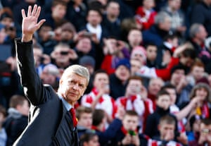 Roundup: Arsenal manager Wenger waves as he walks onto the pitch