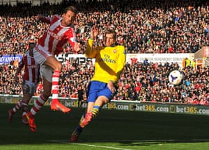 Roundup gallery: Peter Crouch shoots wide