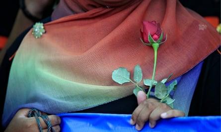 Woman prays for MH370 passengers