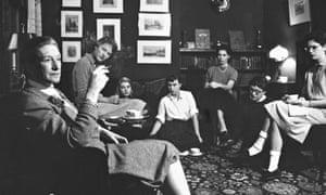Writer Elizabeth Bowen chatting w. Bryn Mawr students over tea as part of her fellowship obligation