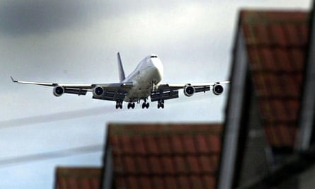 Aircraft flies low over houses