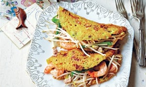 Sizzling crepes with pork and prawns