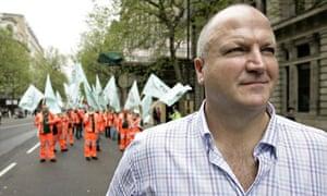 Bob Crow leading a march