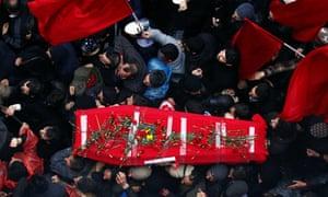 The coffin of Berkin Elvan is brought to the Alawite temple in Okmeydani neighborhood.