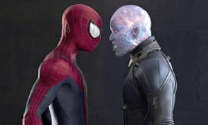 Spider-Man and Jamie Foxx face each other in menacing manner in The Amazing Spider-Man 2