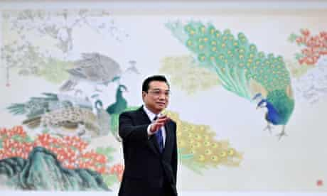 Premier Li Keqiang waves