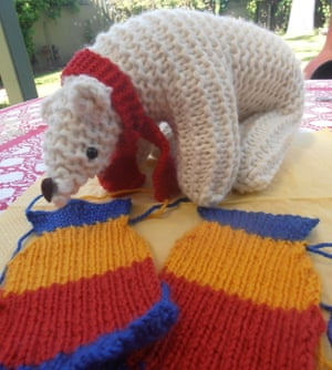 How to knit a penguin jumper