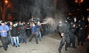 Policemen stand between pro-Russian and