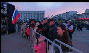 Crimeans gather in Simferopol in anticipation of secession result