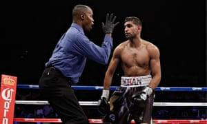 Amir Khan receives a count against Danny Garcia