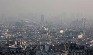 Polution level in Paris has reached the one of Beijing.