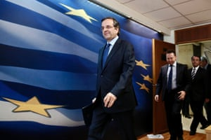 Greece's Prime Minister Antonis Samaras (C) and Finance Minister Yannis Stournaras (2nd R) arrive to address reporters at a news briefing in Athens March 18, 2014